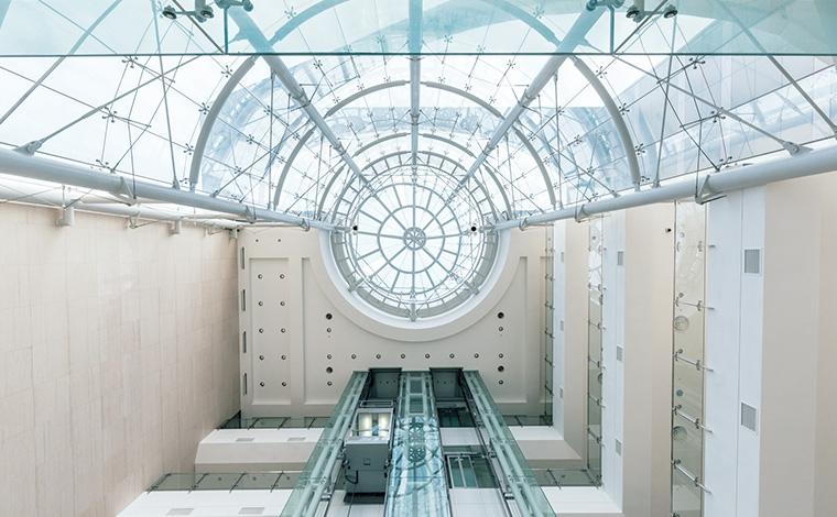철강대학원 건물 내부 전경 이미지